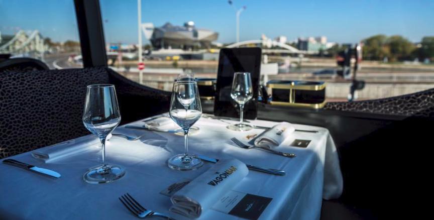 Un repas avec vues sur Lyon au bord du Wagon Bar