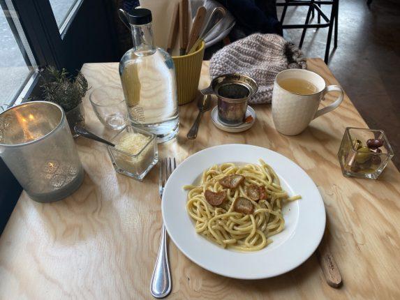 Mon repas test : lesBigoliaglioeolio de l'Ultimo, despâtesfraiches à l'ail et huile d'olive et un thé en vrac lyonnais